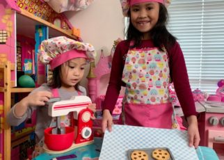yt 57571 Kids Pretend Play Baking Cookies with Melissa Doug Blend and Bake Mixer Playset 322x230 - Kids Pretend Play Baking Cookies with Melissa& Doug Blend and Bake Mixer Playset