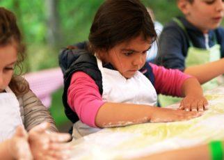 yt 59242 children learn how to bake bread 322x230 - children learn how to bake bread