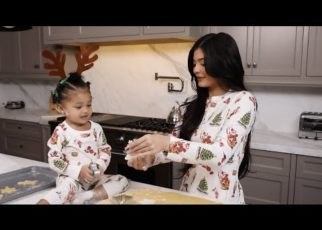 yt 63769 Kylie Jenner Christmas Cookies With Stormi 322x230 - Kylie Jenner: Christmas Cookies With Stormi