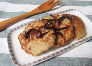 yt 64326 Cch lm bnh rn yn mch chui how to make healthy pancake 322x230 - Cách làm bánh rán yến mạch chuối- how to make healthy pancake