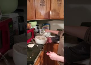 yt 64924 Feefee making pancakes 322x230 - Feefee making pancakes