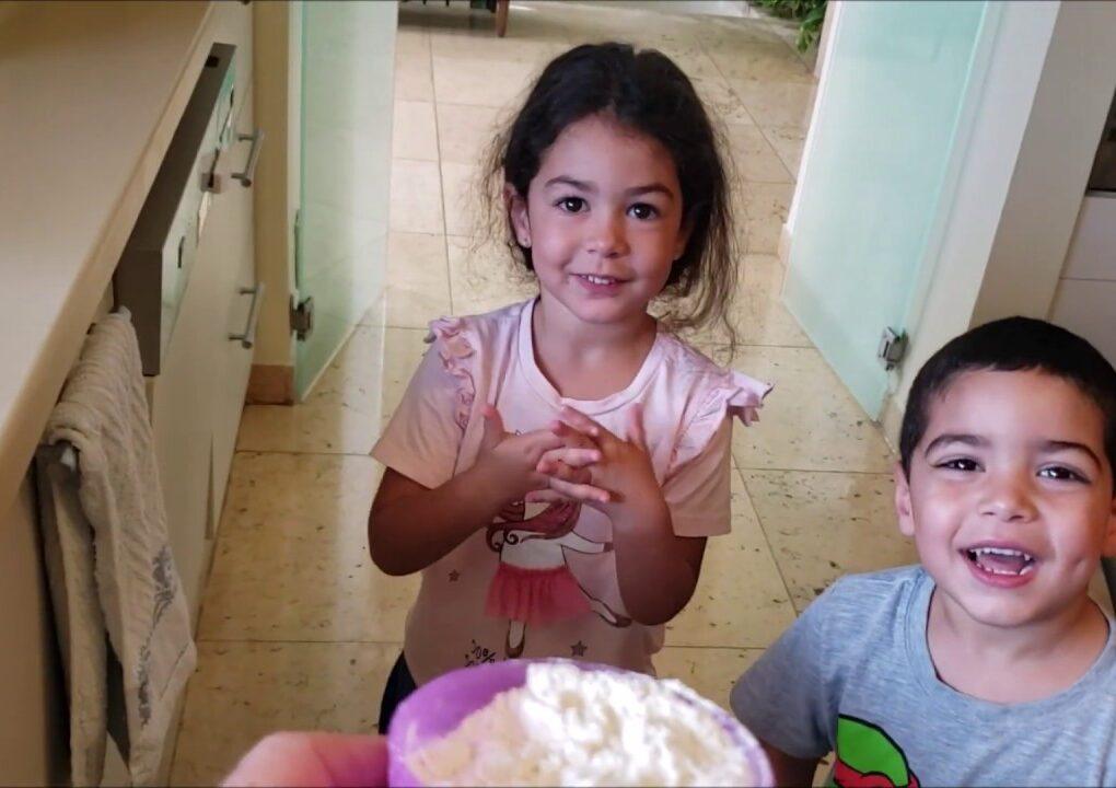 yt 210880 How to make pancakes for childrens Divertir crianas ensinando 1020x720 - How to make pancakes for childrens - Divertir crianças ensinando
