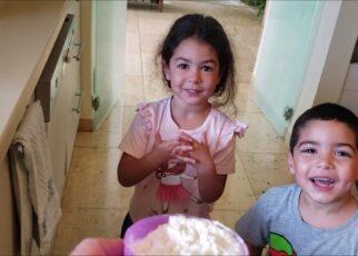 yt 210880 How to make pancakes for childrens Divertir crianas ensinando 322x230 - How to make pancakes for childrens - Divertir crianças ensinando