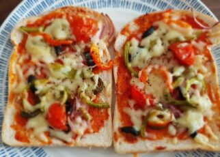 yt 212471 Bread Pizza Pizza Bread Easy cooking 322x230 - ப்ரட்ல பீட்சா செஞ்சு பாருங்களேன் | Bread Pizza | ப்ரட் பீட்சா | Pizza | Bread | Easy cooking |