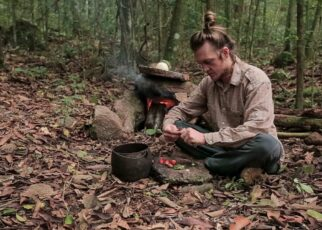 yt 222403 Bushcraft Cooking Baking a Bread in a Primitive Oven And Making Strawberry Jam 322x230 - Bushcraft Cooking - Baking a Bread in a Primitive Oven And Making Strawberry Jam