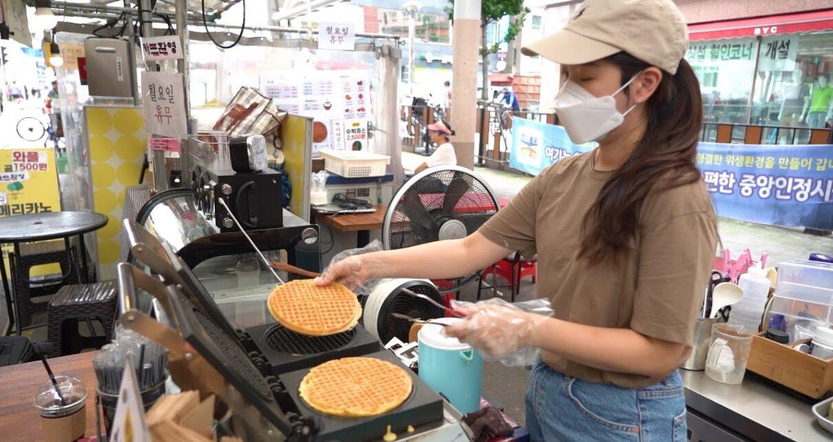 yt 237239 Street Food Korea How to Make Waffles 1500  1210x642 - Street Food Korea - How to Make Waffles!! 1,500원 갓성비 혜자 와플의 맛은? 어떨까~ 안양중앙시장 - 길거리음식