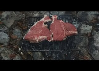 yt 252624 HOW TO COOK AND EAT T BONE STEAK SERVED WITH FAT BREAD Parma Ham 18 mth 322x230 - HOW TO COOK AND EAT T-BONE STEAK SERVED WITH FAT BREAD (+ Parma Ham 18 mth)