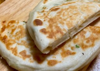 yt 263646 how to make Chinese scallion pancakes 322x230 - how to make Chinese scallion pancakes(发面葱油饼)