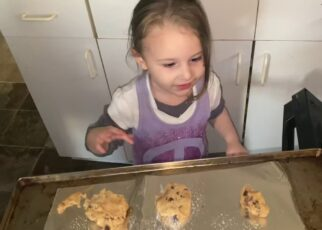 yt 263845 Baby teaching daddy how to bake cookies  322x230 - Baby teaching daddy how to bake cookies 🍪