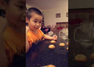 yt 266110 Baking cookies with Alex October 29 2016 322x230 - Baking cookies with Alex (October 29, 2016)